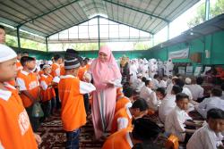 Jelang Ramadhan, Gatot dan Istri Silahturahim bersama 350 Anak Yatim dan Dhuafa