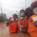 Berlelah-lelah Bantu Korban Banjir, Ternyata Rumah Ketua DPC PKS Cikampek Juga Kebanjiran